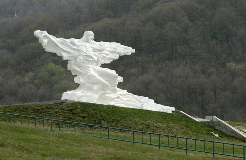 памятник Кармадонское ущелье