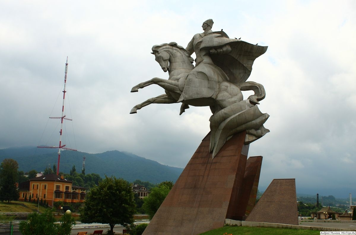 памятник Иссе Плиеву во Владикавказе