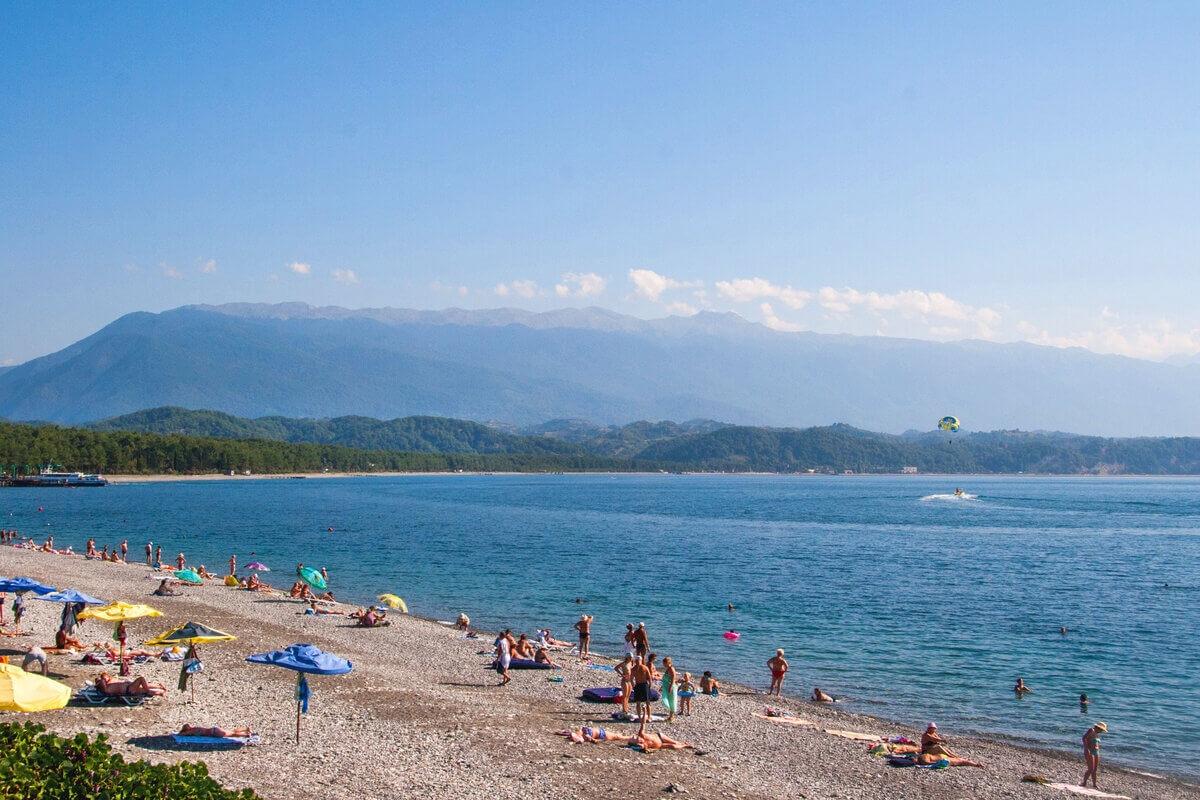 сенбернара абхазия фото пляжей с детьми белый
